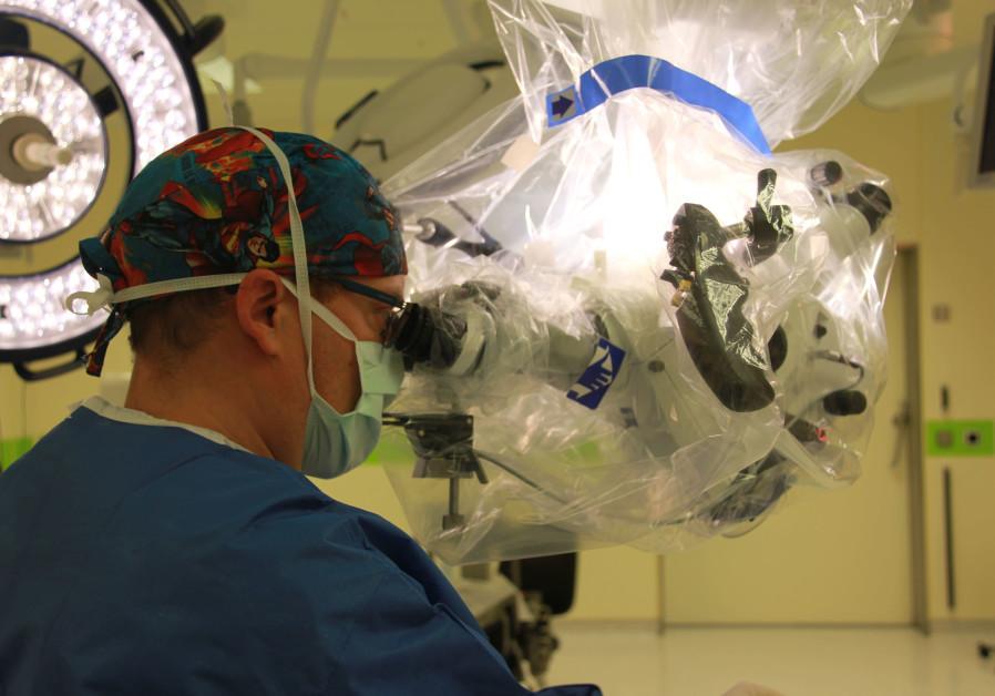 hadassah-cel-mai-avansat-microscop-din-lume-pentru-extirparea-tumorilor-cerebrale